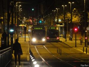 Metro do Porto à noite. Foto de Filipe Roriz.