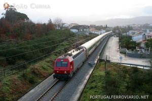 Um IC Guimarães - Lisboa, na linha de Guimarães.