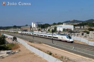 Um comboio da série 112 na LAV Valladolid - León, em Venta de Baños. Também aqui passarão a circular a 300 km/h.