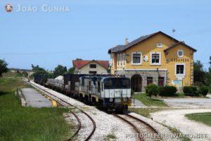 O antigo comboio Xove - El Berrón, que seguia para Bilbao.